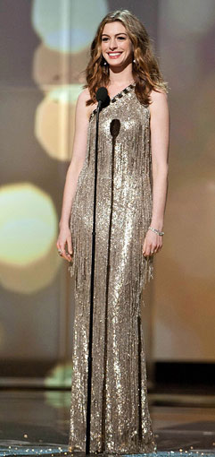 Anne-Hathaway-Oscar-dress3
