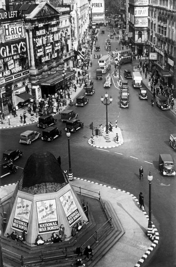 Picacadilly_Circus_1940s