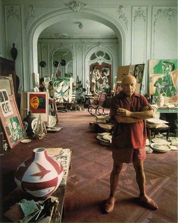 Picasso_in_His_Studio